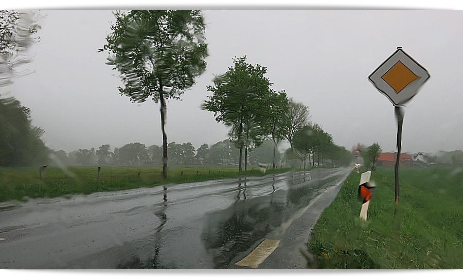 27-April sintflutartige Regenfälle .. morgens auf der Fahrt nach MS